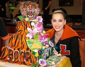 Katy Perry received a Lakewood jacket and tiger-themed cake for her birthday concert.