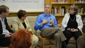 Sec. Duncan talks with MSLA staff.